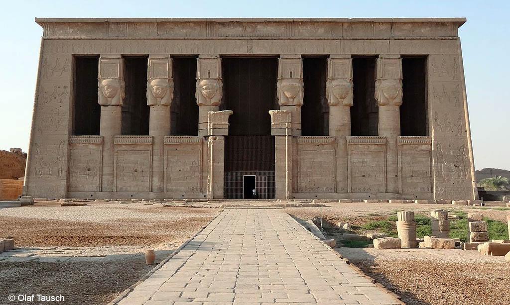 971907d1d3773b C est l univers d Hathor qui s impose à nous avec ces six colonnes qui sont  les instruments de musique de la déesse, ...