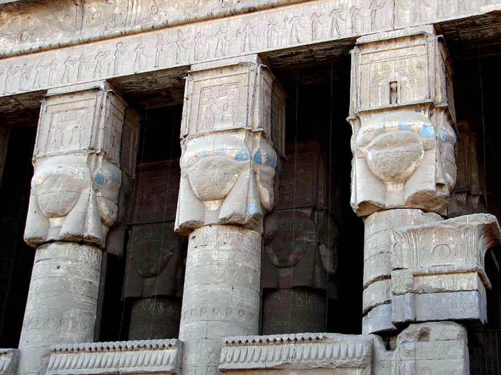 111247f7461502 Les chapiteaux des temples consacrés à la déesse Hathor sont ornés sur  leurs quatre faces d une tête de vache ou d Hathor avec une tête de femme.